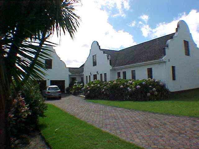 4 Slaapkamer Vakansiehuis in George met Swembad